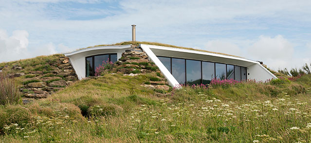 A modern house built in the cliff at Treyarnon Bay, north Cornwall UK